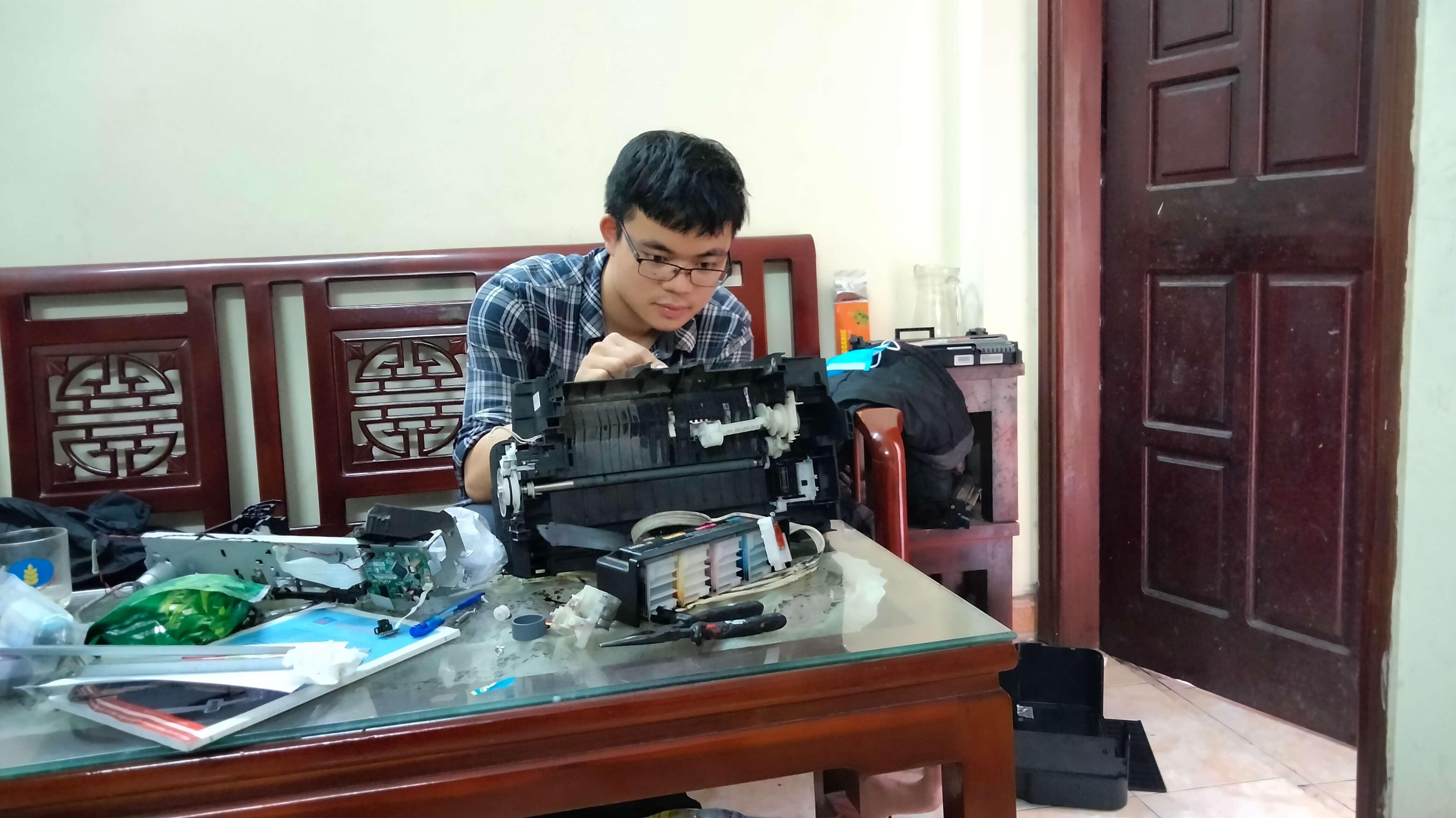 Một trong số kỹ thuật viên của Phương Đông